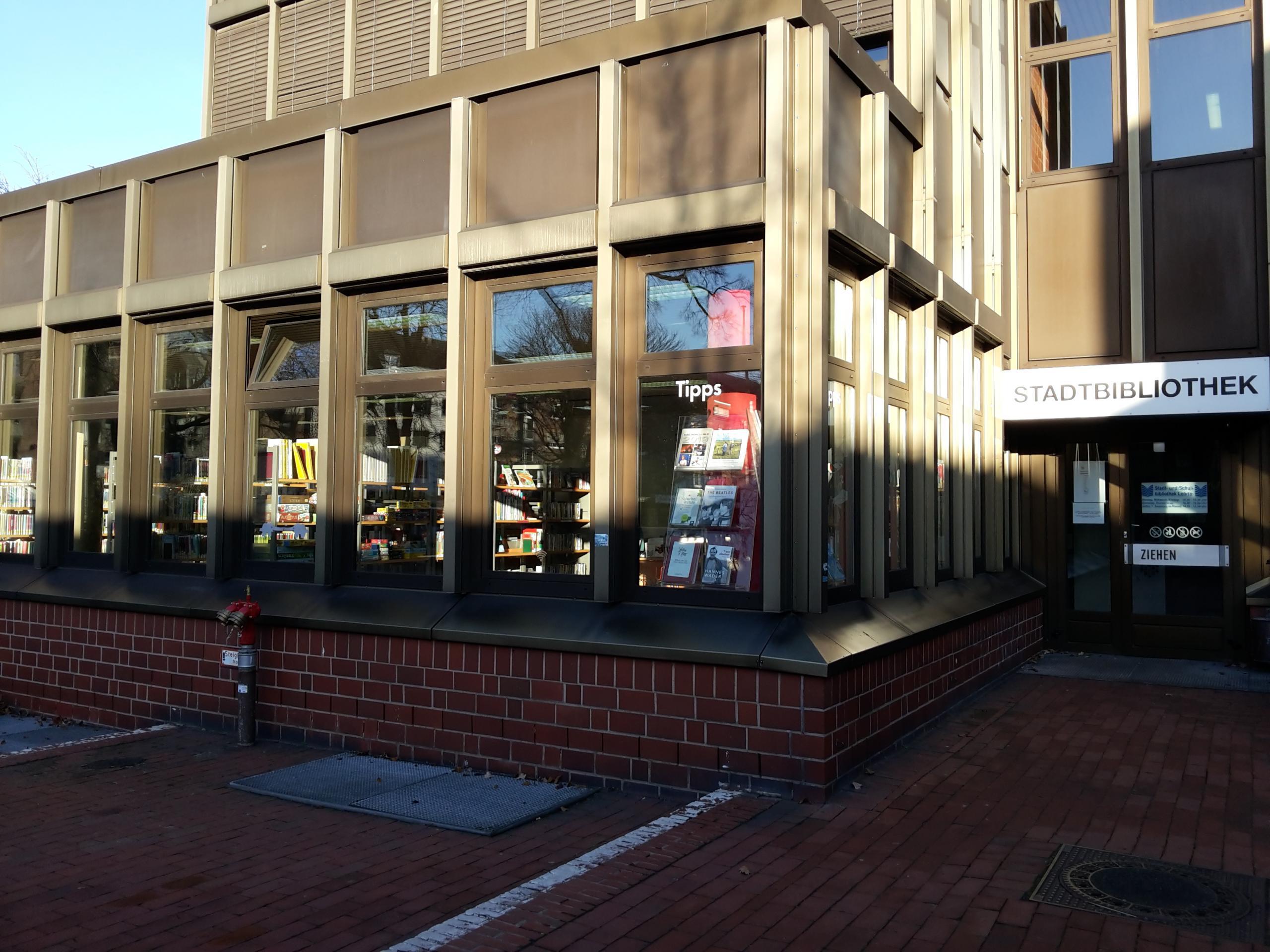 Stadtbibliothek Foto außen ©Stadt Lehrte