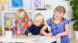 drei malende Mädchen